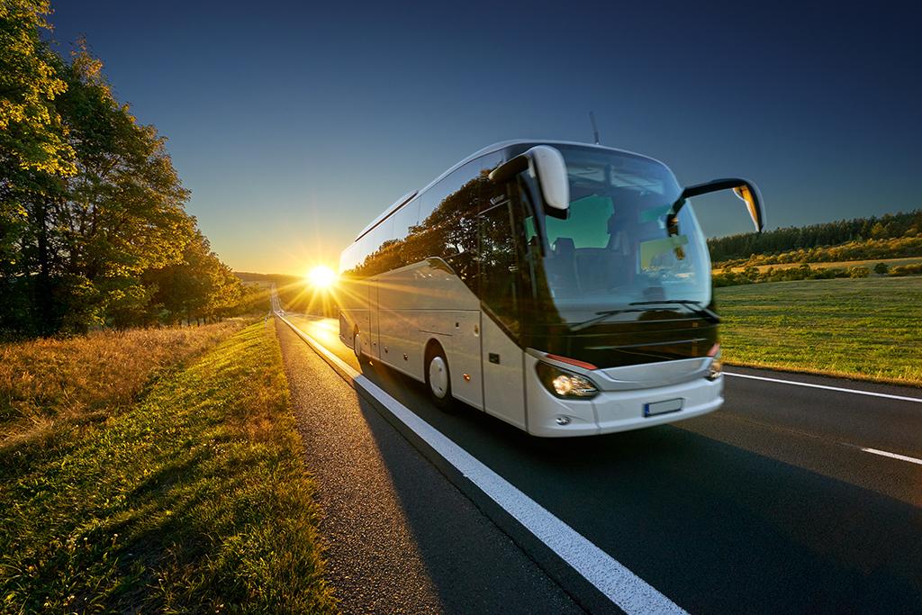 Jak przygotować się do długiej podróży autokarem?